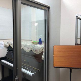 (大阪・梅田)飛沫飛散防止対策に対応したレッスン室