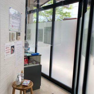 尼崎教室/受付に飛沫防止のパーテーションを設置
